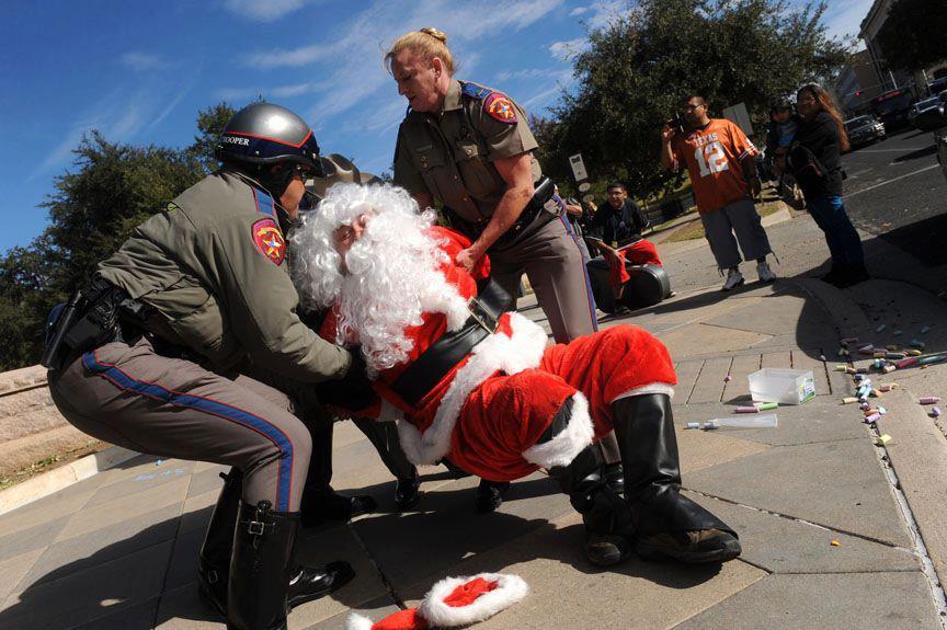 2012_12_22_santaarrest