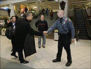 Obama with unidentified Londonderry officer